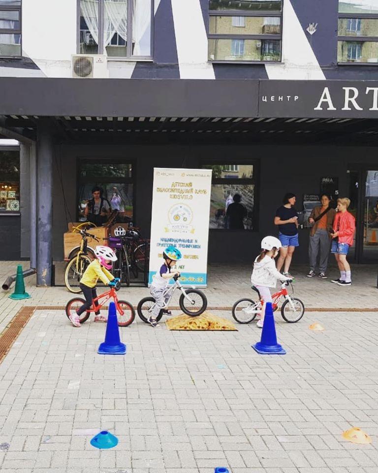 Катаемся на велосипеде с KidsVelo и Мосгорбайк